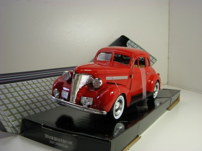 Chevrolet Coupe 1939 Red 1:24 Motor Max